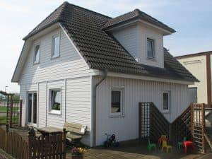 Wohnhaus Walmdach Terrasse