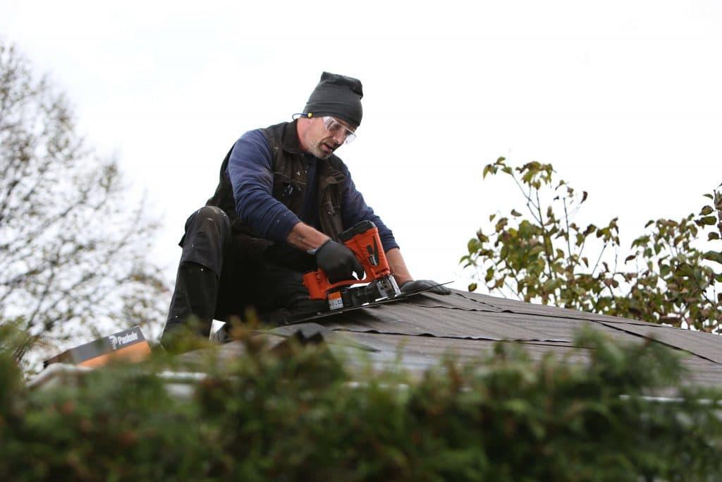 Handwerker Dach Gartenhaus